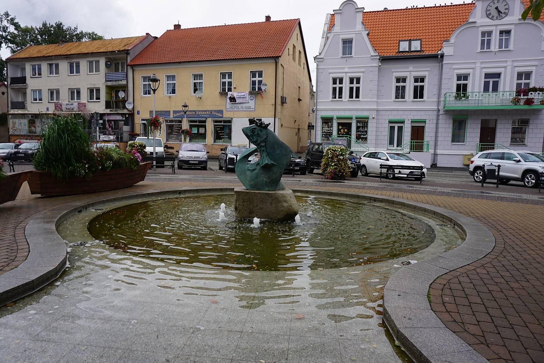 Fontanna z Królem Sielawem - symbol Mikołajek